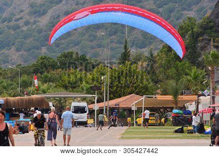 Skydive Landing Images, Illustrations & Vectors (Free