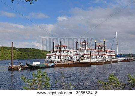 Stillwater, Minnesota, May 24, 2019: The Anastasia And Avalon, Large Paddleboat  And Riverboats In T