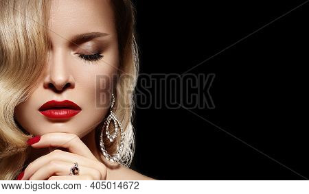 Beautiful Young Sexy Woman With Vintage Make-up And Hairstyle. Pin-up Girl With Red Lips, Manicure.