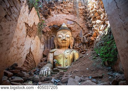 The Old Buddha Statue In Nyaung Ohak Pagodas The Group Of Ancient Ruined Pagodas In Indein Village W