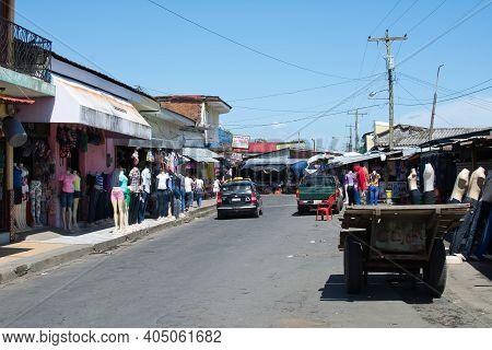 Leon, Nicaragua, September 2014: Typical Street Market Scenery In Nicaragua, Latin America