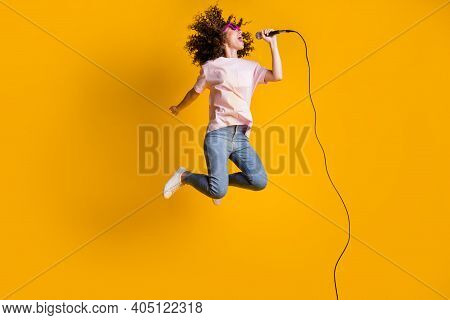 Photo Portrait Full Body View Of Ecstatic Woman Jumping Up Singing Into Microphone Isolated On Vivid