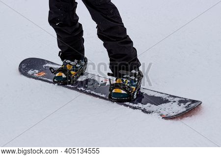 Ergaki, Krasnoyarsk Krai, Russia - March 28, 2020: Snowboarder On Snowboard In A Ski Resort In The M