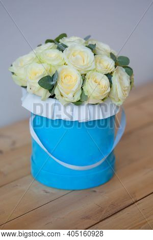 Beautiful White Roses In A Round Box. Green Roses In A Round Box. Roses In A Round Blue Box On A Lig