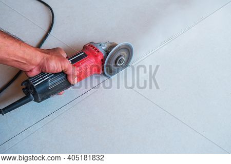 Flat Ceiling Cutter With An Electric Cutter. Flat Ceiling Cutter With An Electric Cutter. Worker Cut
