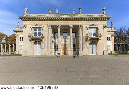Warsaw, Poland - October 19, 2019: Palace On The Isle, Baths Palace, Classicist Palace In Warsaw Roy