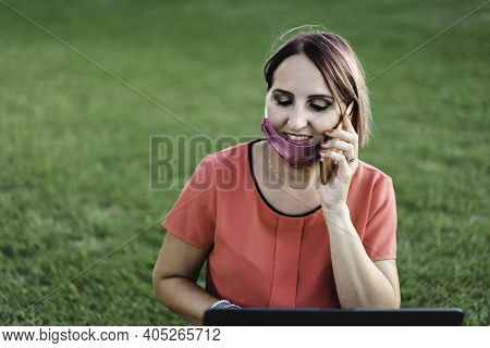 Woman 40 Years Old Working Outdoors With Laptop During Coronavirus Outbreak - Smiling Entrepreneur S