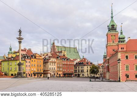 Warsaw, Poland - November 5, 2016: Castle Square In Warsaw With Beautiful Houses.