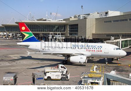 JOHANNESBURG - APRIL 18:Airbus A320 disembarking passengers after locall flight on April 18, 2012 in Johannesburg, South Africa. Johannesburg Tambo airport is the busiest airport in Africa