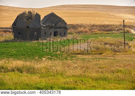 Abandoned Derelict Barn. Old Farm Buildings Dot The Landscape In The Palouse Area Of Washington Stat