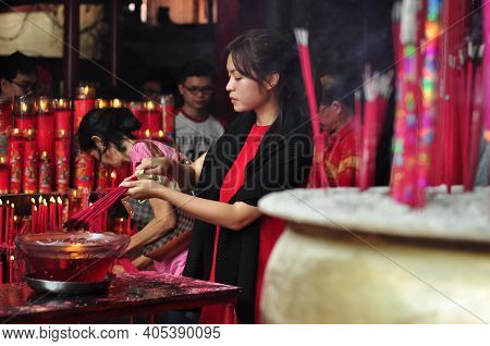 Jakarta, Indonesia - January 29, 2017: Chinese People Burn The Incense In Chinese Lunar New Year Cel