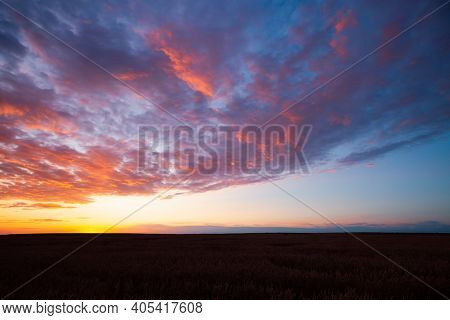 Picturesque colorful sunset with cloudy sky. Photo of textured sky. Scenic image of dramatic light in summer weather. Breathtaking natural wallpaper background. Discover the beauty of earth.
