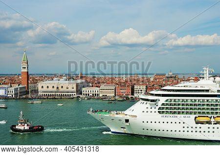 Venice, Italy- Sept 24, 2014: The Cruise Ship Serenade Of The Seas Crosses The Venetian Lagoon At Mo