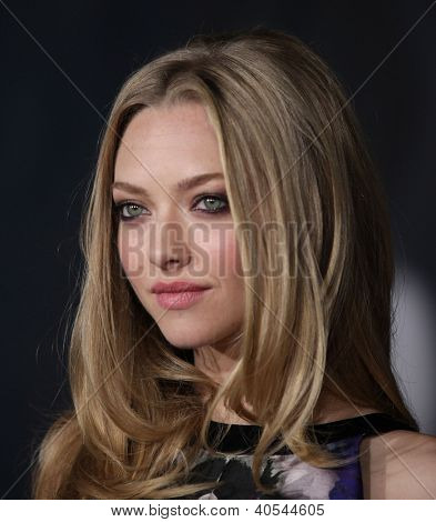 LOS ANGELES - OCT 20:  Amanda Seyfried arriving to