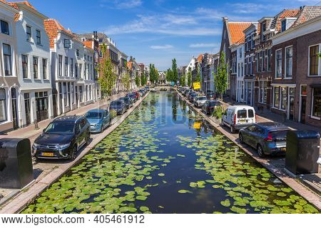 Gouda, Netherlands - May 21, 2020: Lilypads At The Turfmarkt Canal In The Historic Center Of Gouda,
