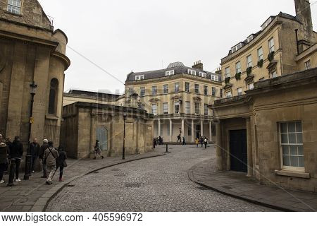 Bath, Uk - April 10, 2019. Winding Streets Of Bath With Thermae Bath Spa And Hetling Court Buildings