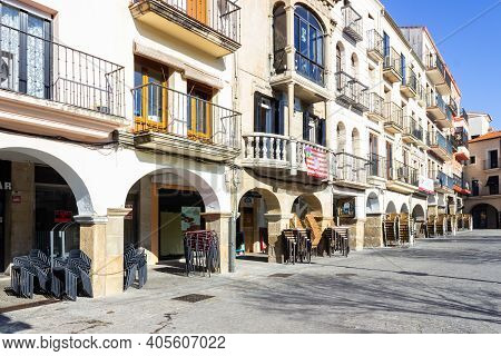 Plasencia, Spain - January 17, 2021: Bars Closed Due To Coronavirus And Covid 19 Outbreak In Plasenc