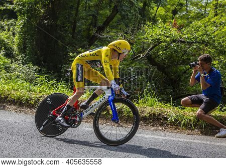 Espelette, France - July 28,2018: The Welsh Cyclist Geraint Thomas Of Team Sky Wearing The Yellow Je