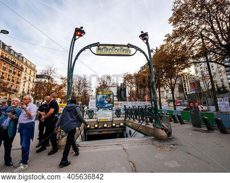 Paris, France - Oct 13, 2018: Parisian Street Scene With Lots Of Pedestrians And Police Surveillance