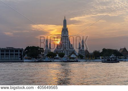Wat Arun Ratchawararam Ratchawaramahawihan Or  Wat Arun Meaning Temple Of Dawn On Chao Phraya River