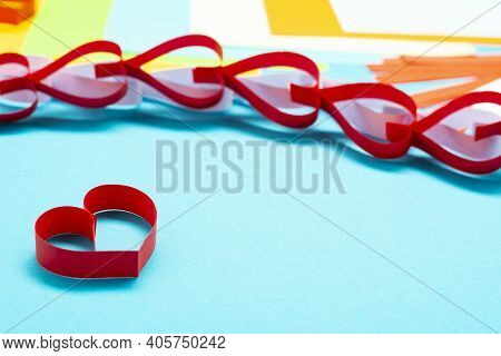 Diy Instruction. Step By Step Guide. The Process Of Making A Garland Of Hearts For Valentine's Day.