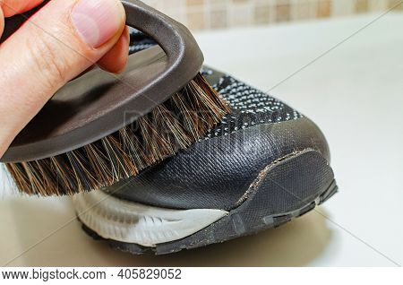Cleaning Dirty Sneakers After Training. Wash Dirty Sneakers. Wash Your Sneakers. Cleaning Your Trail