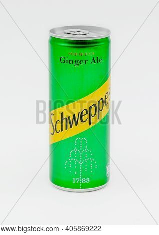 Ginger Ale Original Green Can Schweppes Ginger Ale
