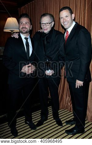 BEVERLY HILLS - NOV 11: Larry King, Timothy Sykes at AMT's 2017 D.R.E.A.M. Gala benefiting Autism Works Now at Montage Beverly Hills on November 11, 2017 in Beverly Hills, California