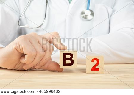 Essential Vitamins And Minerals For Humans. Doctor Recommends Taking Vitamin B2. Doctor Talks About