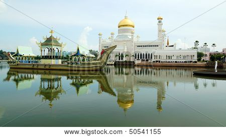Sultan Omar Ali Saifudding Mosque