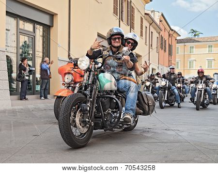 Bikers Waves Riding Harley Davidson