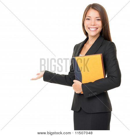 Business-Frau, die weiß textfreiraum anzeigen