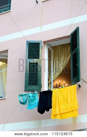 Italian Apartment Hangs Laundry To Dry