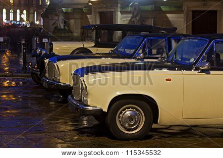 Liverpool 16Th January 2016. Classic Daimler And Model T Ford Wedding Cars Outside St Georges Hal