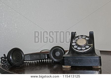 Dial telephone off the hook
