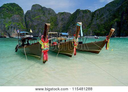 PHI PHI ISLAND, THAILAND - 07 DESEMBER 2014: Bay Maya Bay