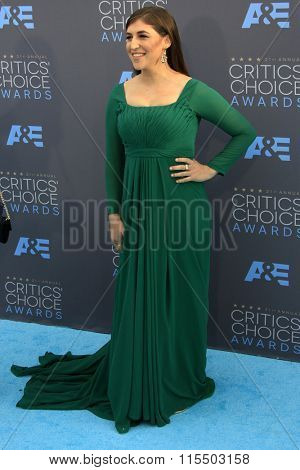 LOS ANGELES - JAN 17:  Mayim Bialik at the 21st Annual Critics Choice Awards at the Barker Hanger on January 17, 2016 in Santa Monica, CA
