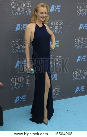 LOS ANGELES - JAN 17:  Wendi McLendon-Covey at the 21st Annual Critics Choice Awards at the Barker Hanger on January 17, 2016 in Santa Monica, CA
