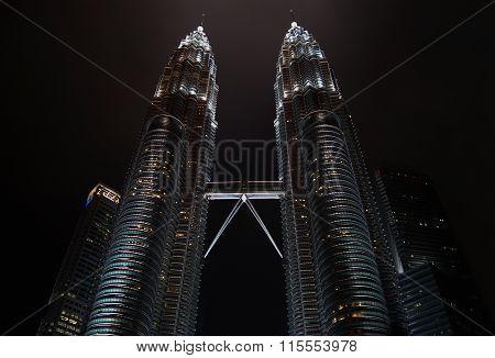 KUALA LUMPUR, MALAYSIA - 10 DESEMBER 2014: Petronas Twin Towers
