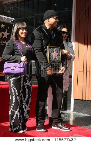 LOS ANGELES - JAN 21:  Simone Smith, LL Cool J, his mama at the LL Cool J Hollywood Walk of Fame Ceremony at the Hollywood and Highland on January 21, 2016 in Los Angeles, CA