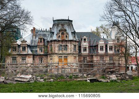 Guzow Palace