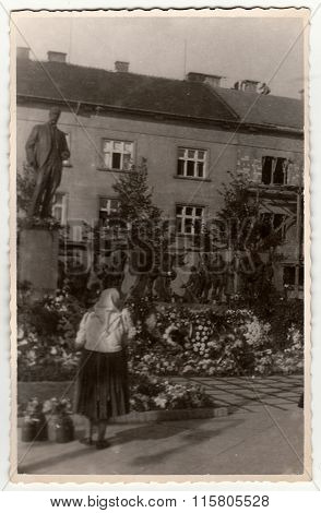 Vintage photo shows rural woman in front of sculpture (Tomas Garrigue Masaryk)
