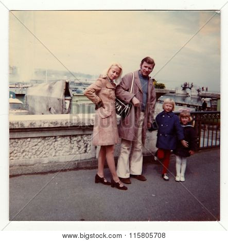 Vintage photo shows family on vacation