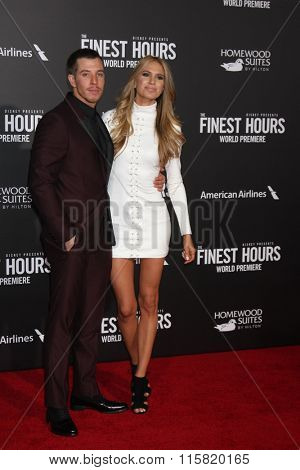 LOS ANGELES - JAN 25:  Beau Knapp, Lucy Knapp at the The Finest Hours World Premiere at the TCL Chinese Theater IMAX on January 25, 2016 in Los Angeles, CA