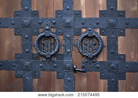 The details of the wooden hinged doors.