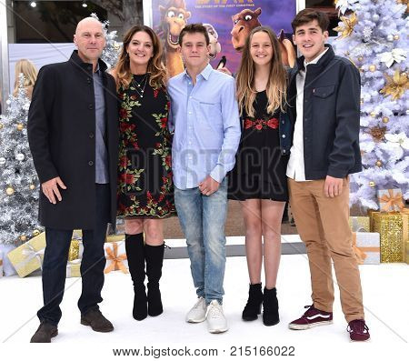 LOS ANGELES - NOV 12:  Stewart Cook, Jennifer Magee-Cook, Nick Cook, Sydney Cook and Jackson Cook arrives for the 'The Star' World Premiere on November 12, 2017 in Westwood, CA