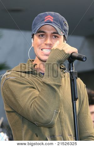 LOS ANGELES - JUN 12: Enrique Iglesias Enrique Iglesias performs live at the Hollywood & Highland complex in Los Angeles, California on June 12, 2007