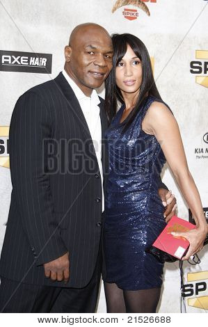 LOS ANGELES - JUN 5: Mike Tyson and wife Lakhia Spicer at the Spike TV's 4th Annual