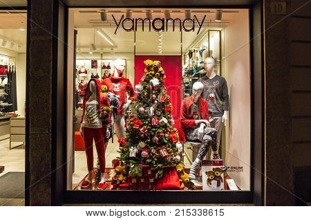 Christmas Decoration Of Fashion Boutique Yamamay