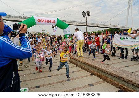 Start Of 5-6 Years Children Running. Tyumen.russia